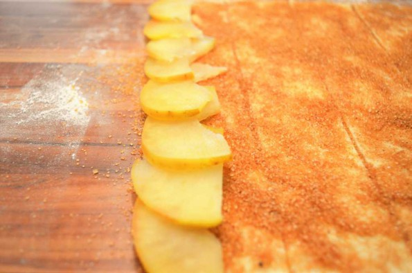 apple slices on the puff pastry